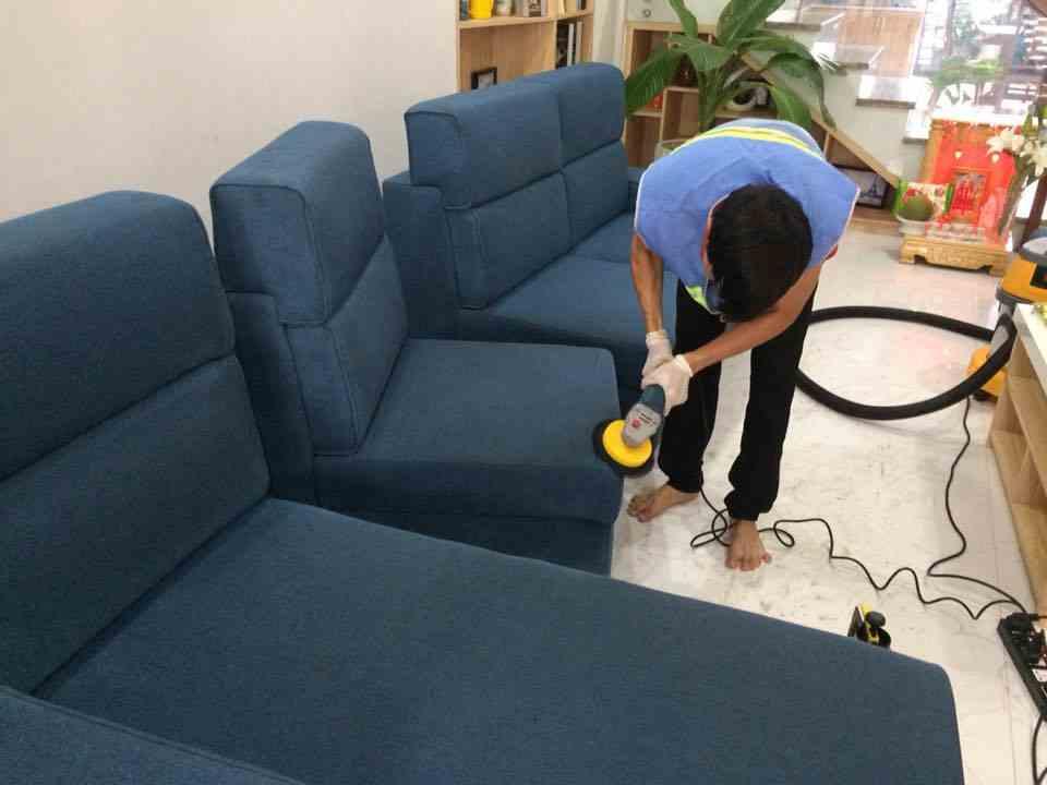 Dịch vụ vệ sinh ghế sofa trọn gói giá rẻ của GIA ĐÌNH