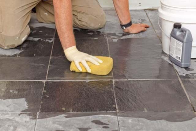 Cách vệ sinh sàn trong nhà tắm