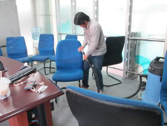 Quy trình giặt ghế văn phòng uy tín