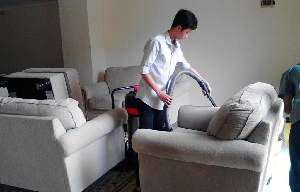 Dịch vụ vệ sinh ghế chuyên nghiệp