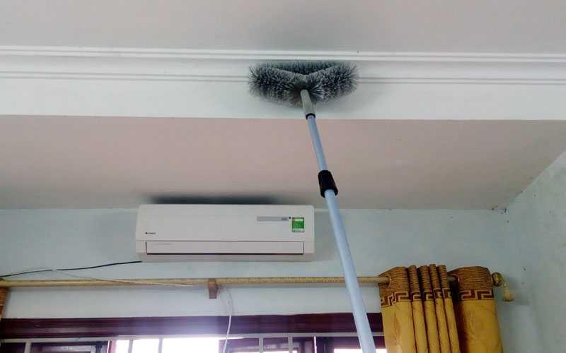 Vệ sinh trần nhà